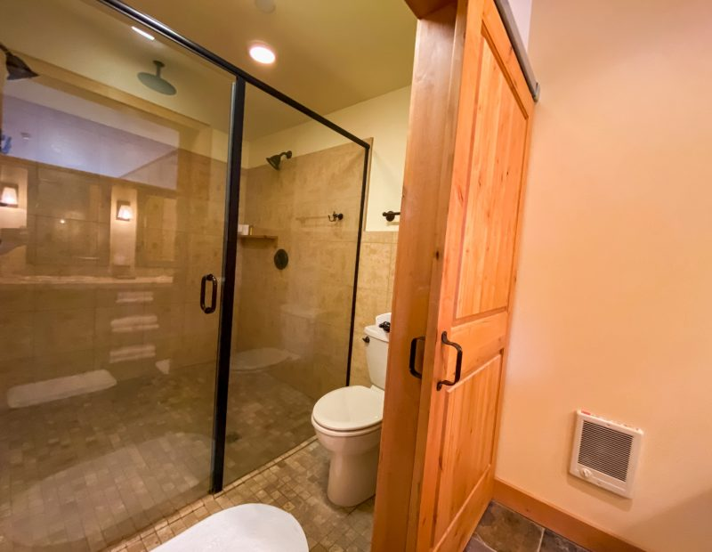 Deluxe-King-with-Triple-Head-Shower-5